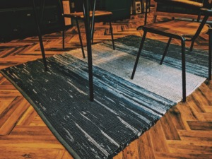rug dining table