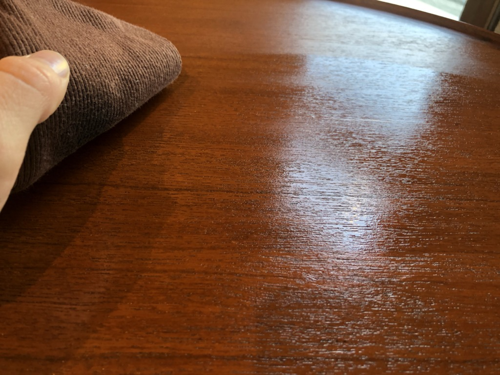 群馬県高崎市の家具屋で販売する無垢材家具やチーク家具を長持ちさせるメンテナンスオイル
